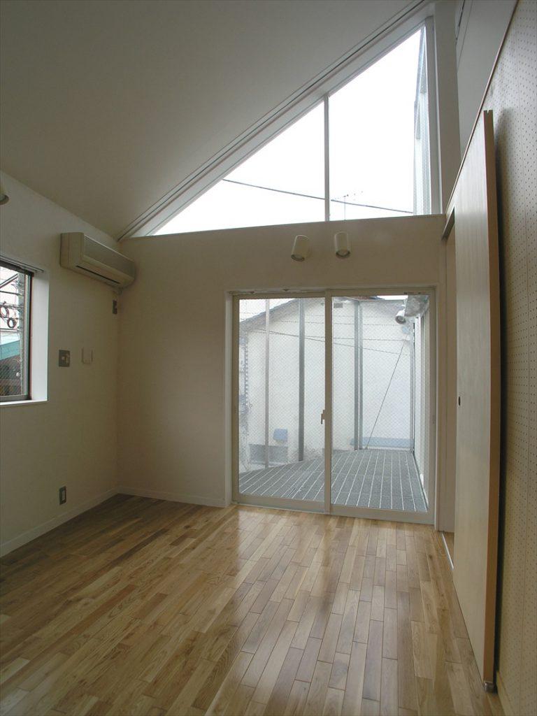 2階は欄間を通して各部屋がつながる