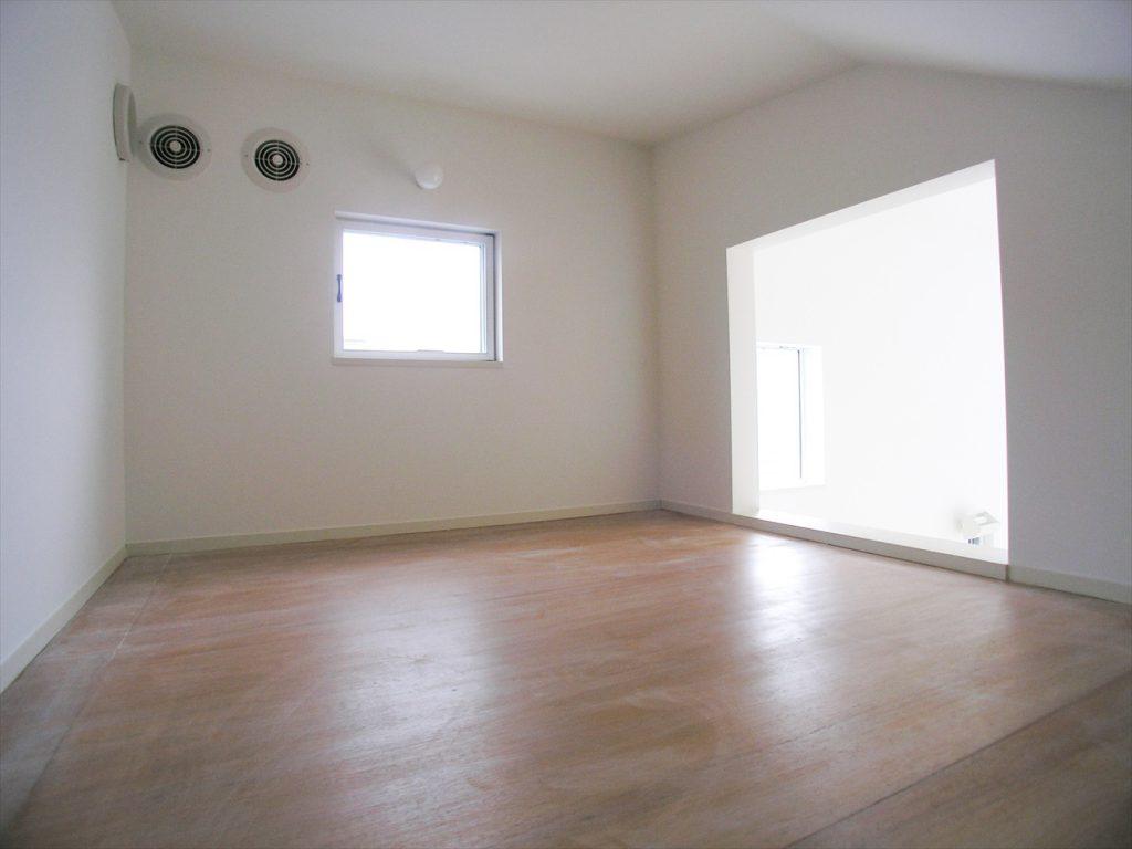 窓からの光があたたかい部屋