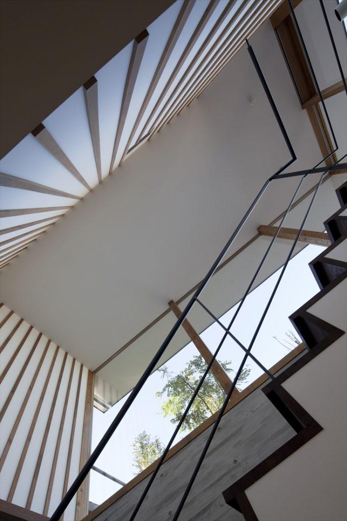 階段の見上げ