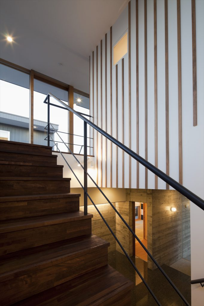杉板型枠の横ラインと木製リブの竪ライン