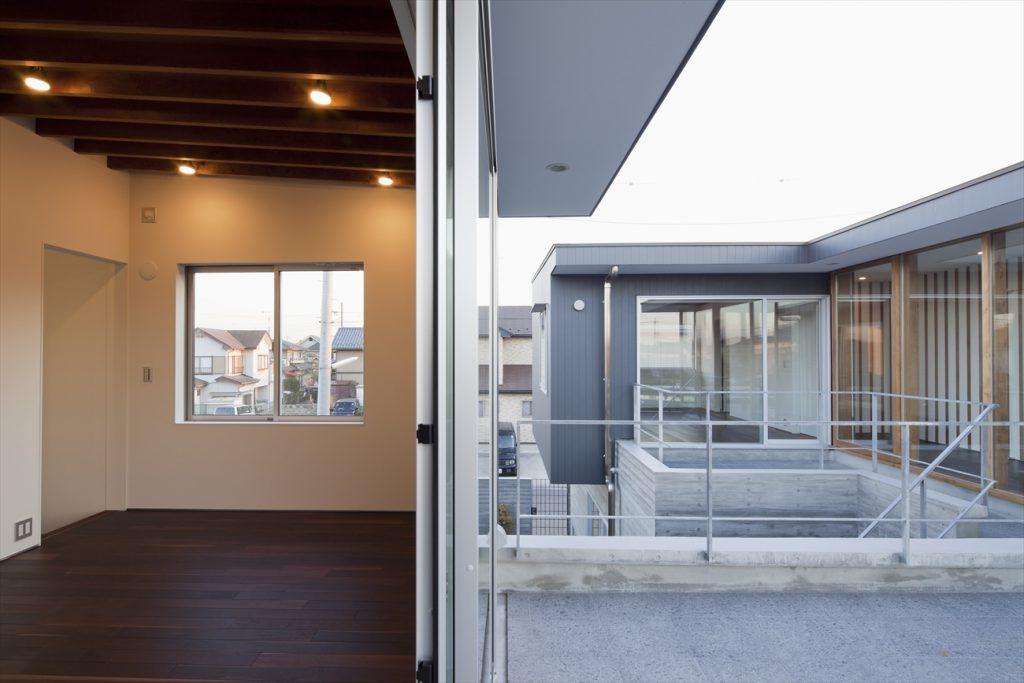 2階中庭と離れの予備室