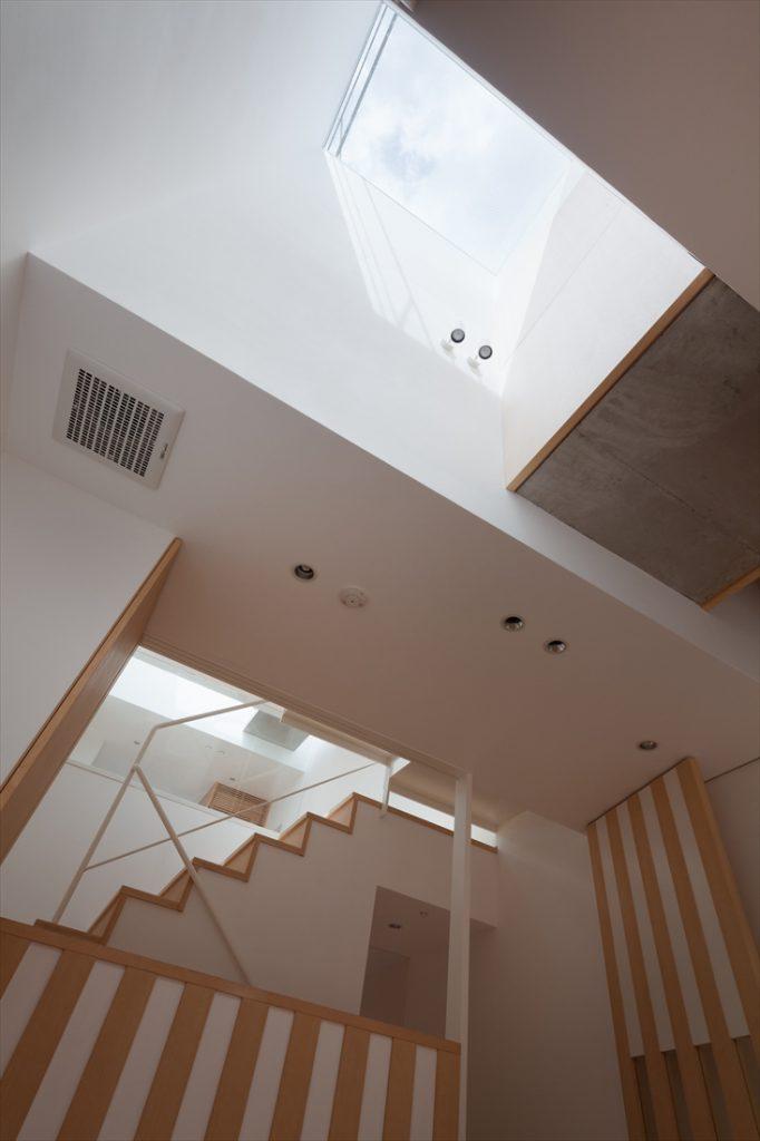 1階リビングから2階を見る