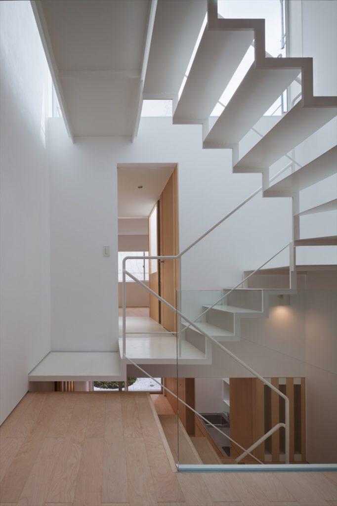 鉄骨の階段