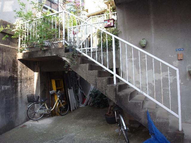 北品川の家階段