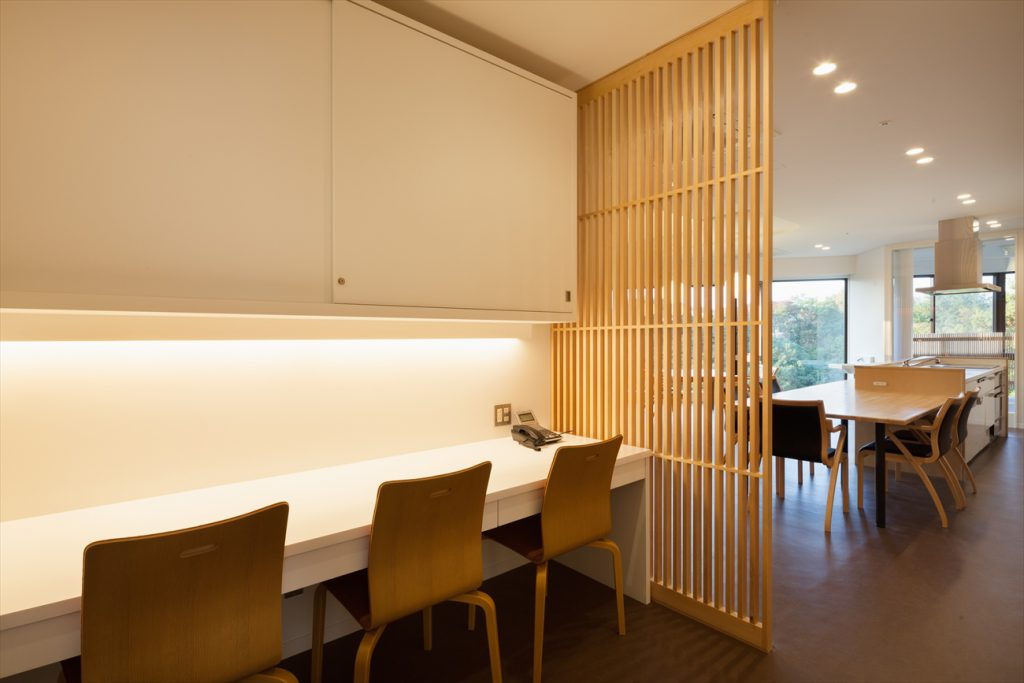 食堂に隣接した事務室