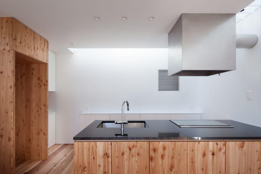 白山の家 東京都文京区 狭小地に屋上と地下室を備えた3階建て住宅