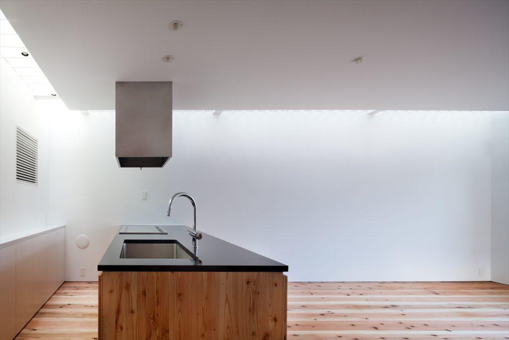 横から見たキッチン