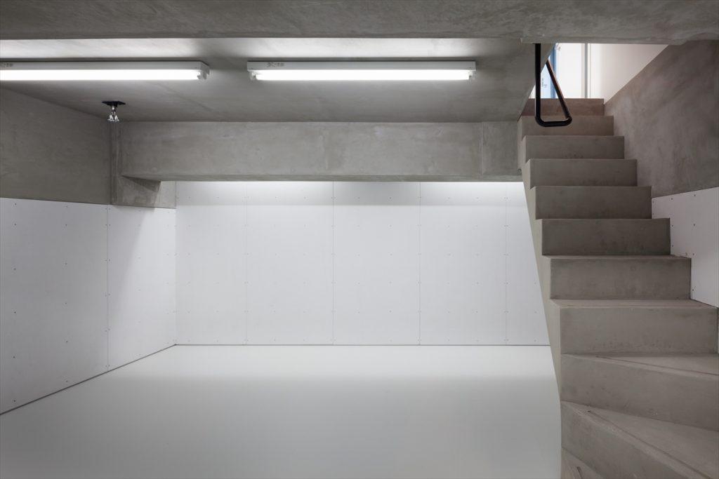 地階は収納などに使えるフリースペース