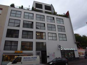 Wohnhaus mit Bankfiliale1