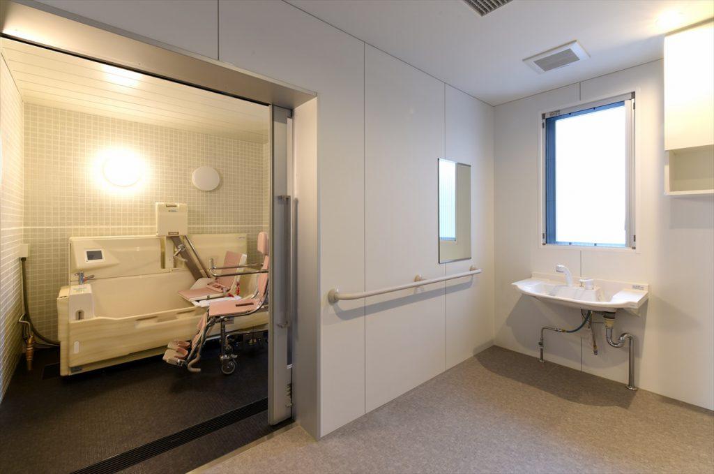 スタッフにも使いやすい浴室