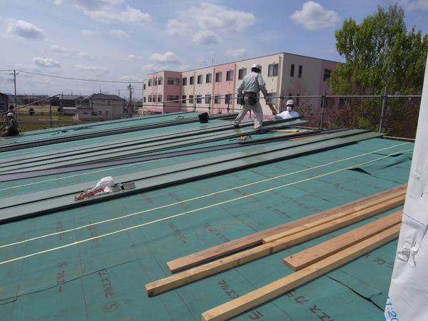 屋根葺き始め