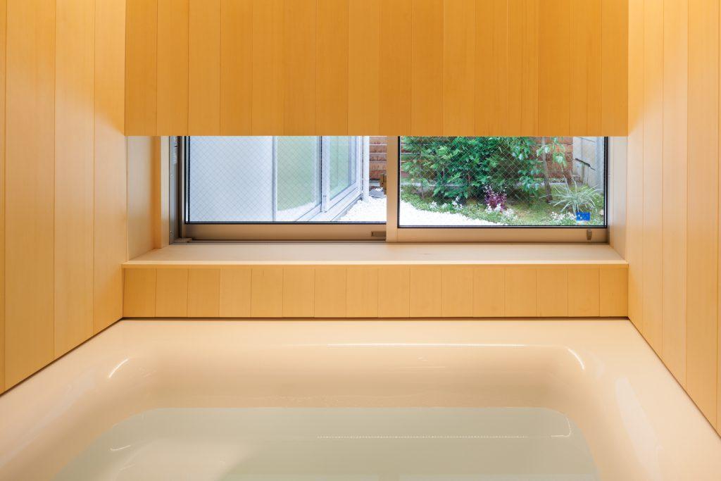 浴室窓からの眺め