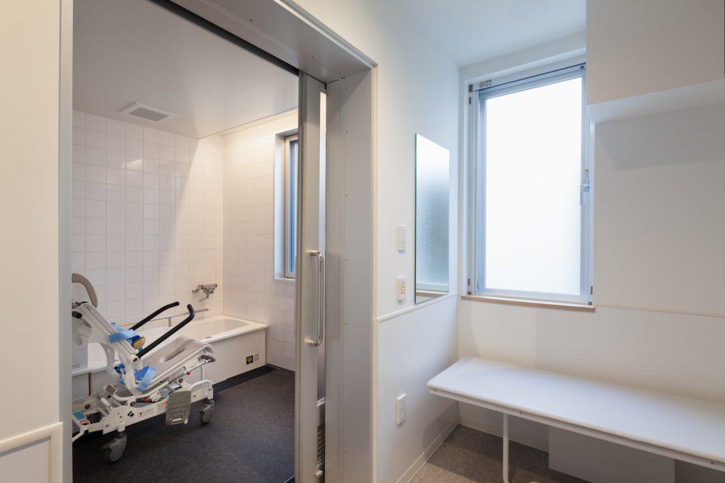 従業員にも使いやすい浴室
