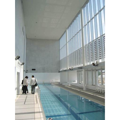ガラスで覆われた施設
