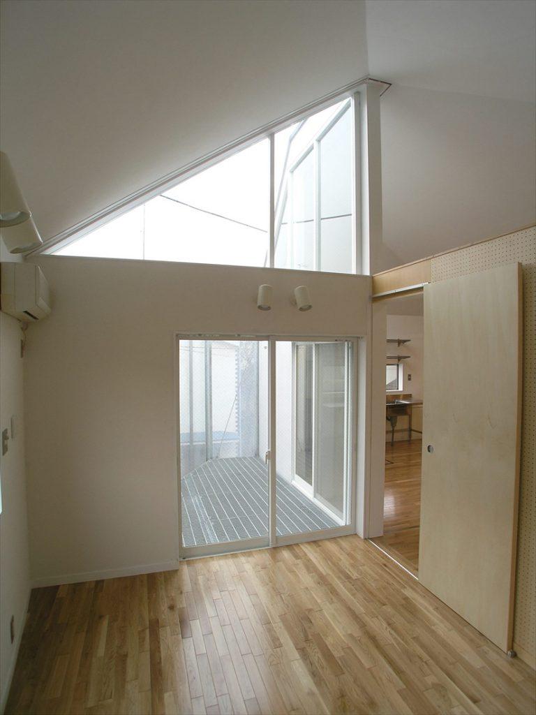 光が注ぎ込む優しい住宅