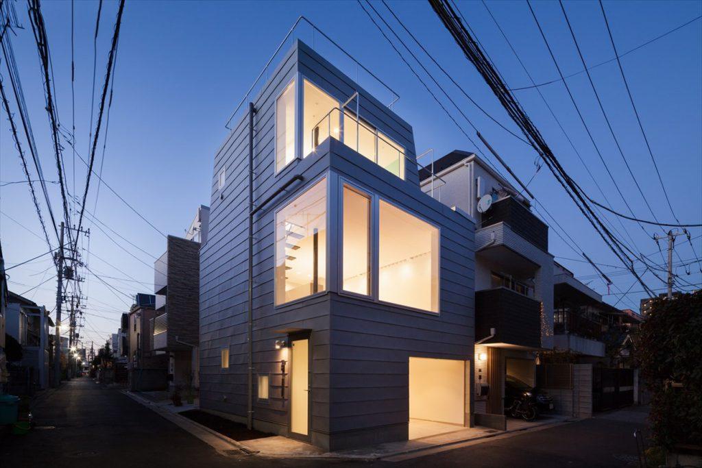 屋上がある3階建て住宅