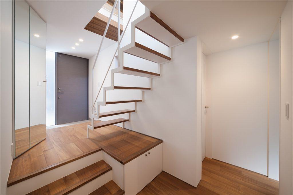 スケルトン階段と段差で開放感を