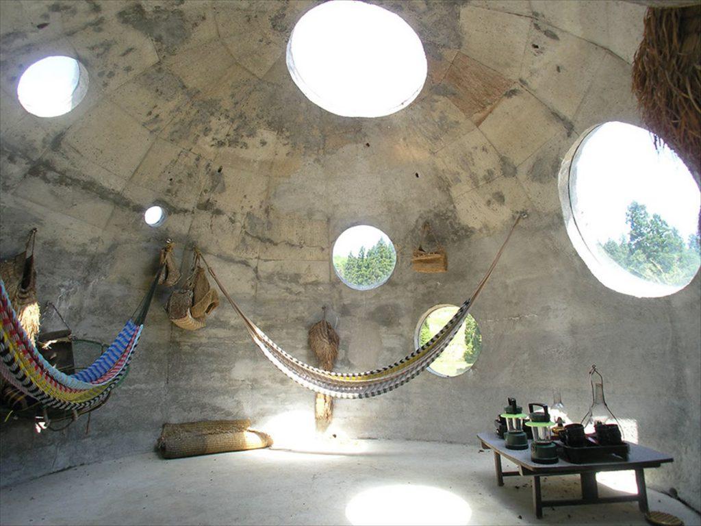 中から見たドーム型アート作品