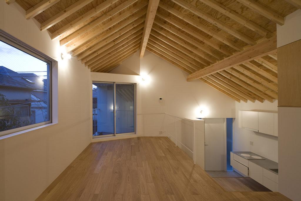 空間を広く感じる天井