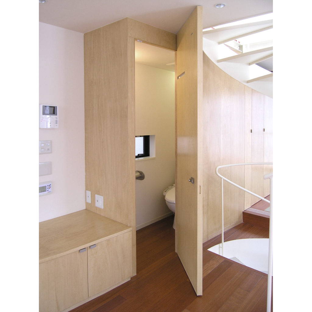 家具の中に造られたトイレ