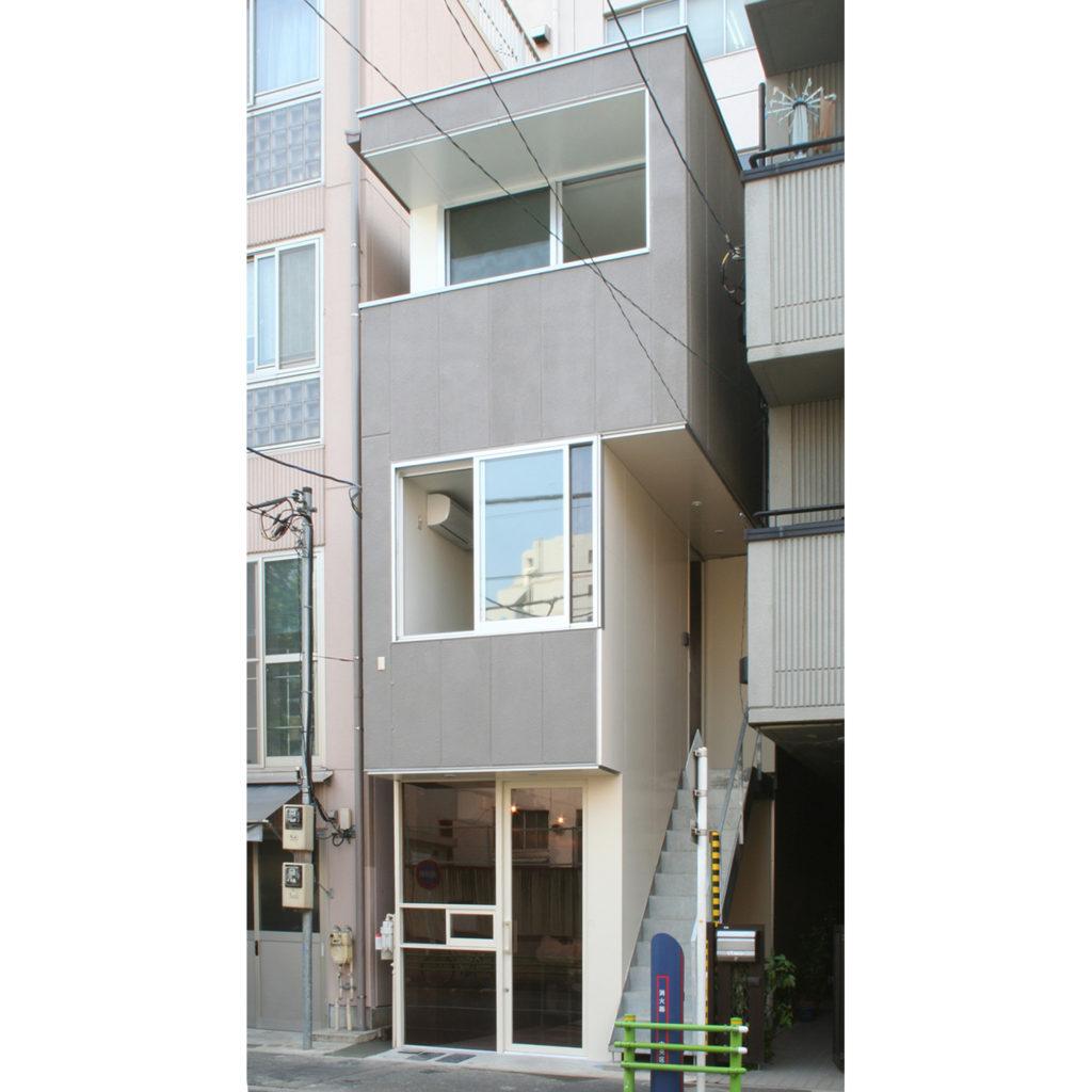 店舗併用の3階建て住宅