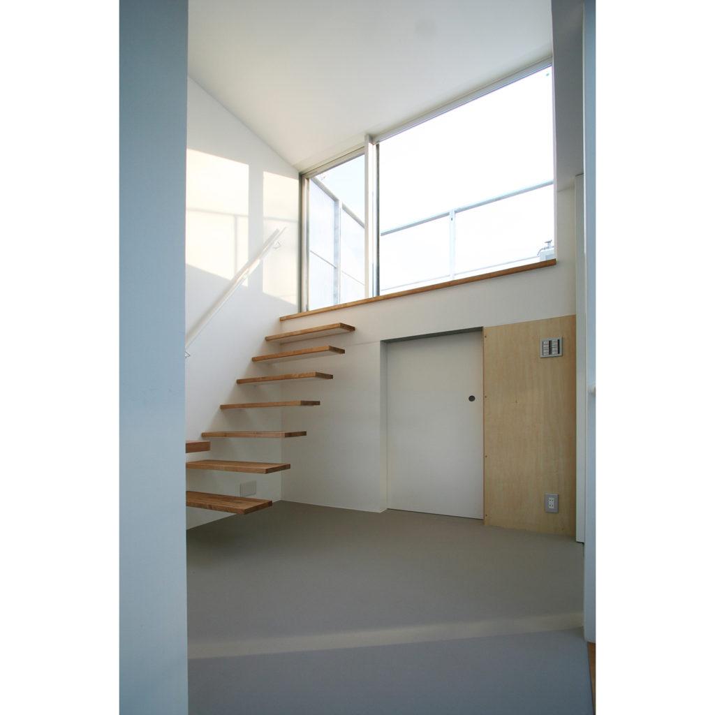 屋上に上がる階段