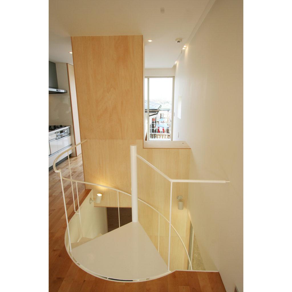 キッチンから螺旋階段