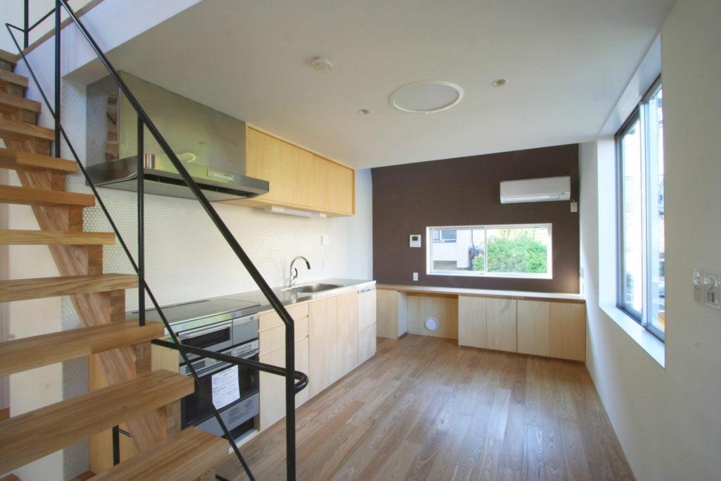 シナ合板で作ったキッチンと作業台