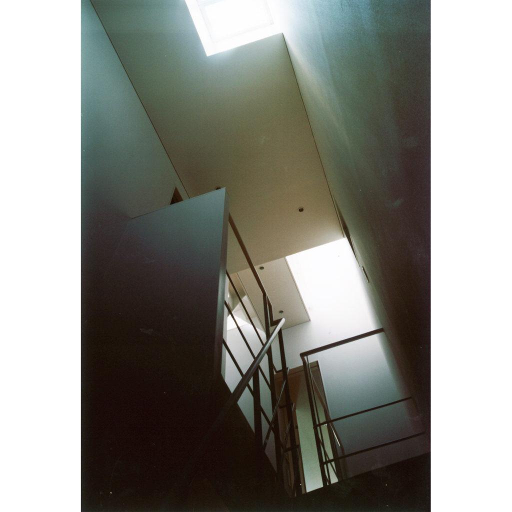 階段の上のトップライト