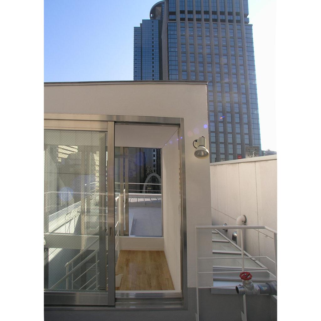 ペンシルビルの屋上