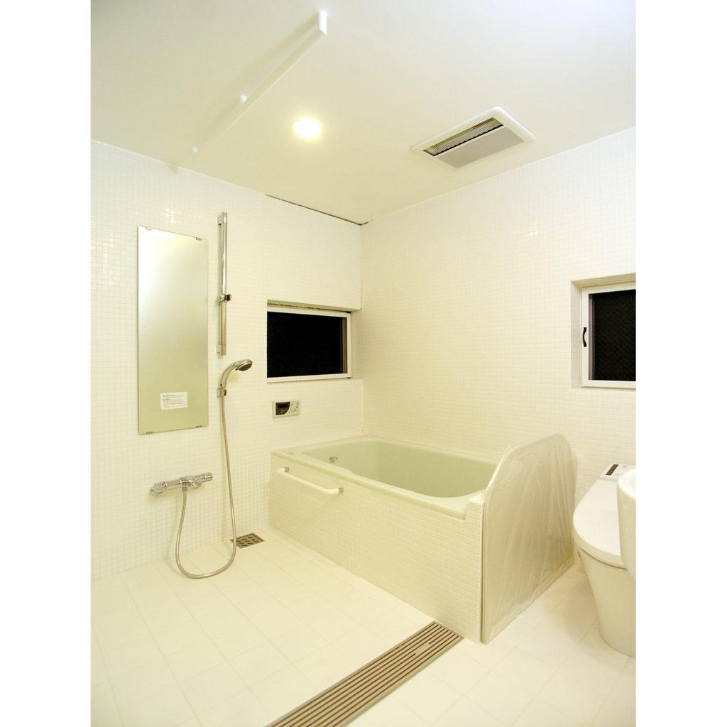 トイレなどと一体となった浴室