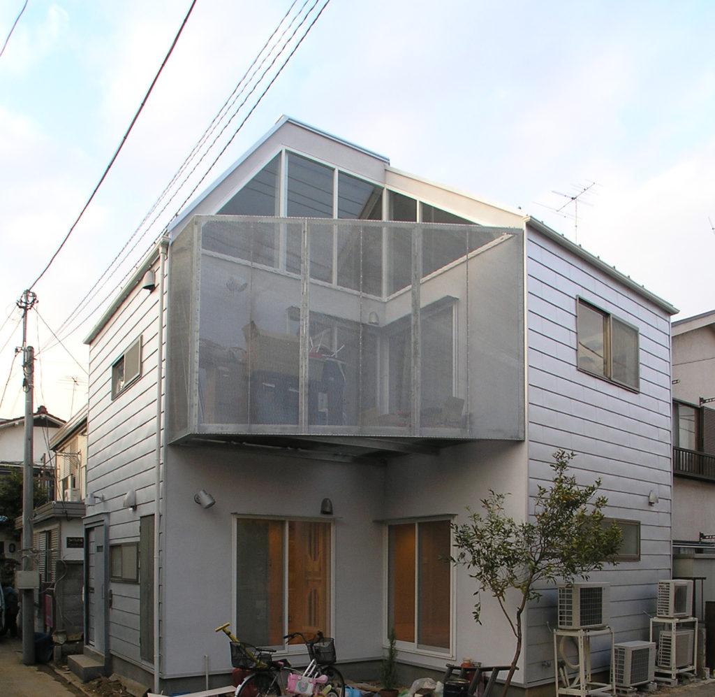 大きなテラスがある二世帯住宅