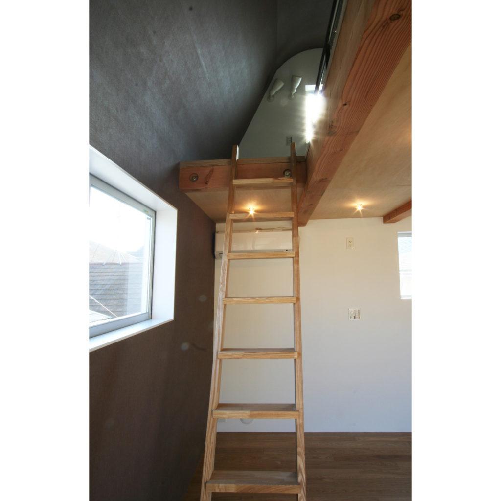 狭小住宅のロフト