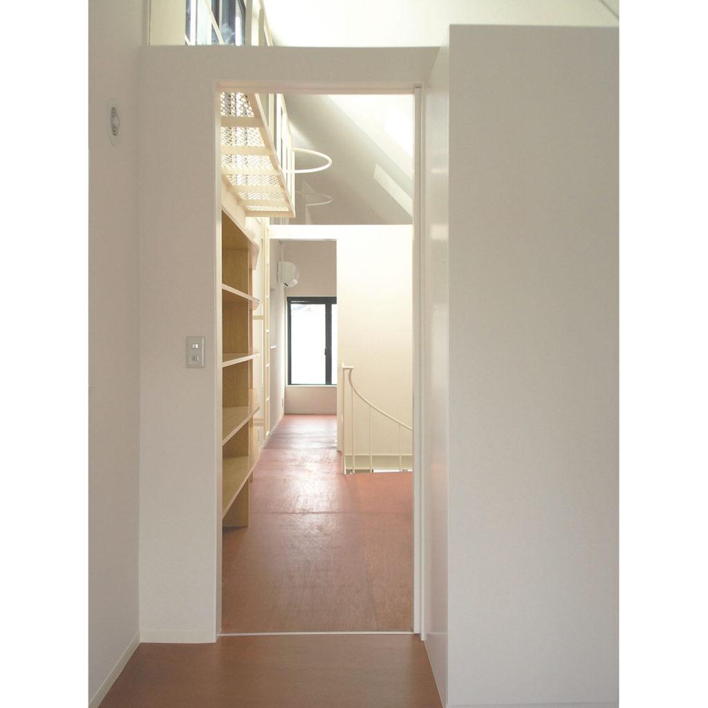 Y邸 東京都大田区 螺旋階段で1階まで光が届く3角屋根の家