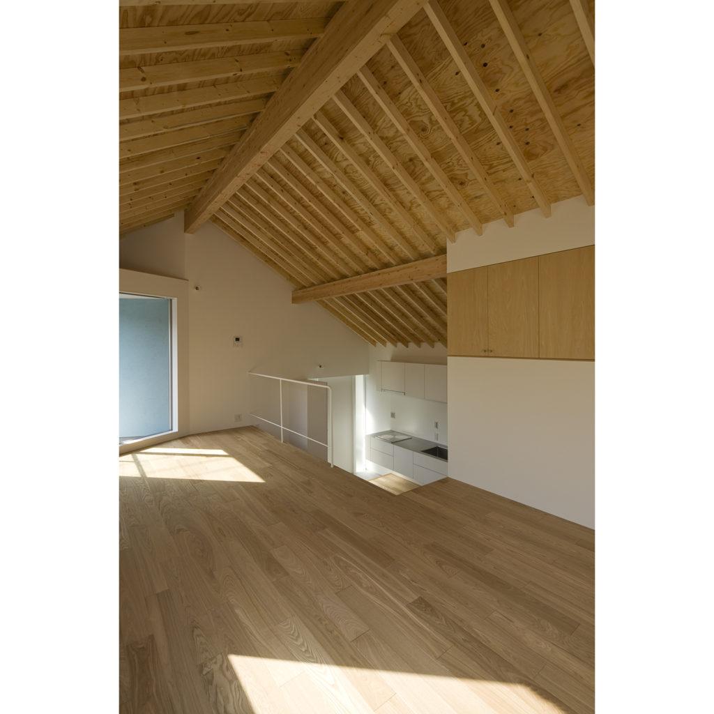 木造のあたたかみを感じる部屋