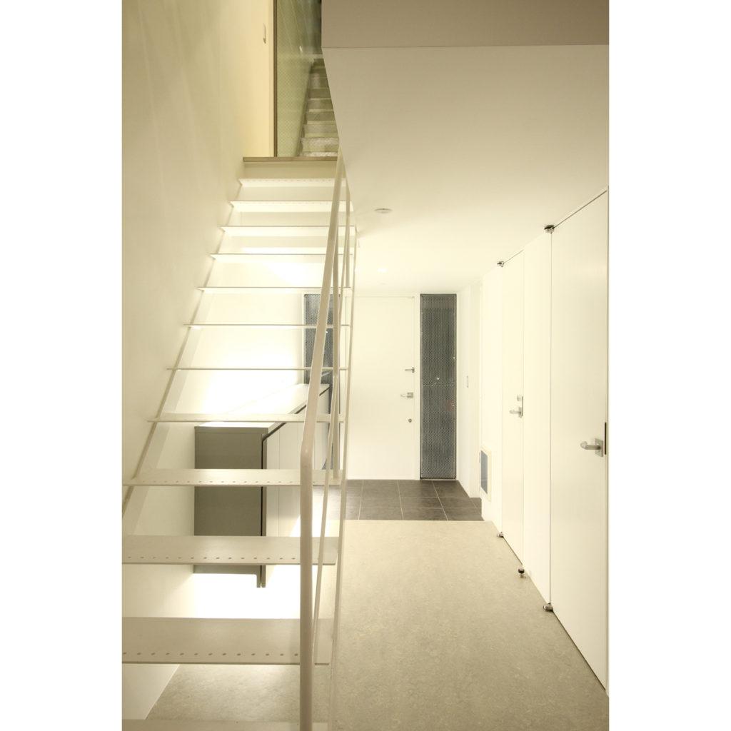 シンプルなスケルトン階段