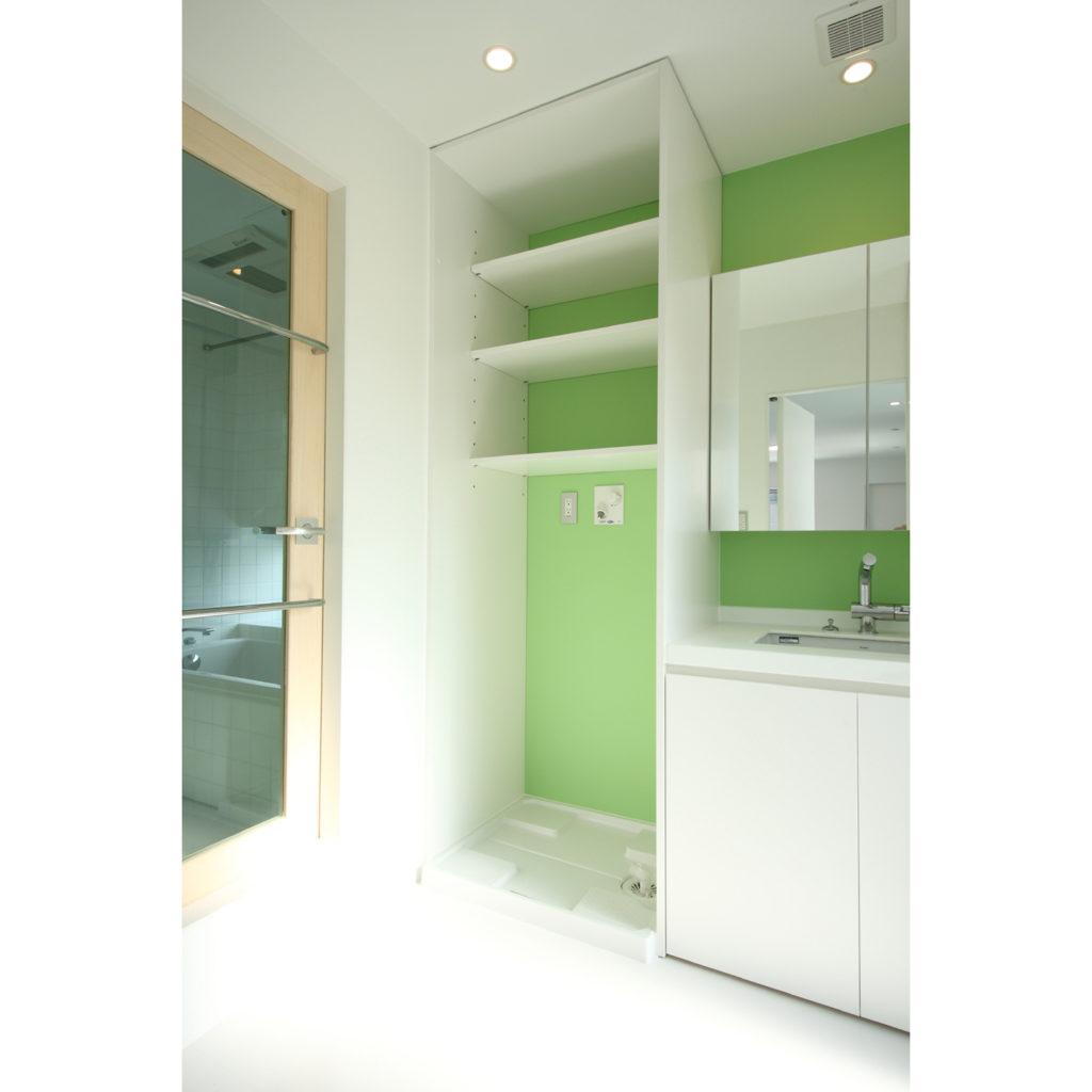 豊富な収納スペースがある洗面室
