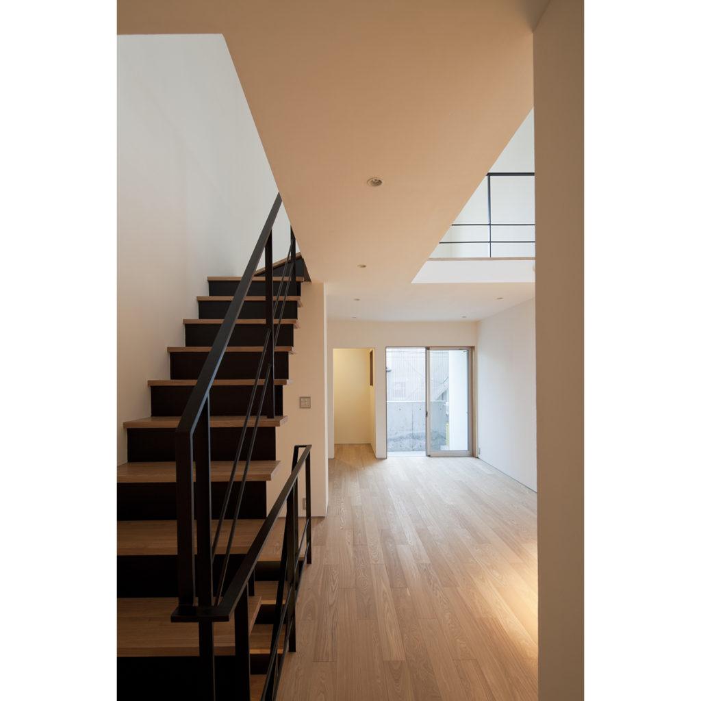リビングから3階に向かう階段