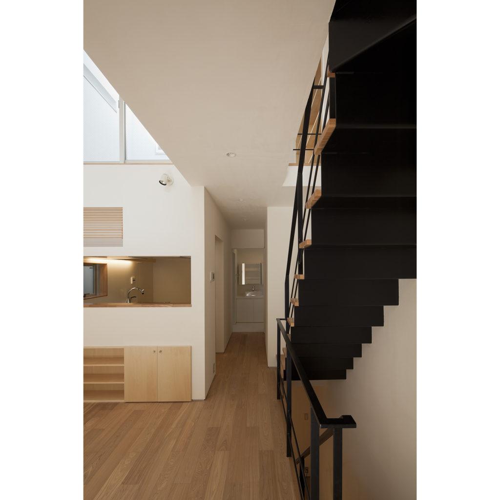 荒川の家 東京都荒川区 水平方向の広がりを強く感じる3階建ての家
