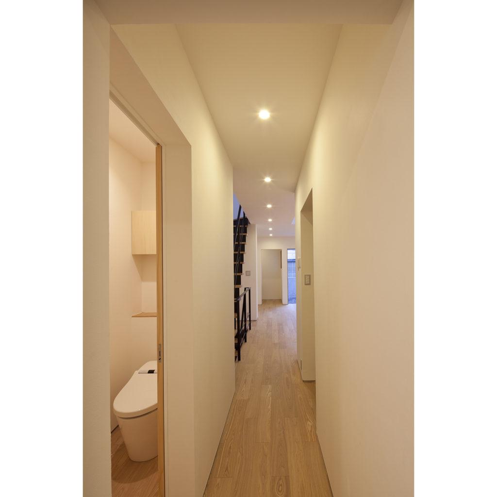 トイレ前の長い廊下