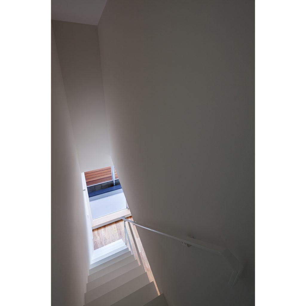 浅草橋の長屋 東京都台東区 細長い狭小地で隣地ギリギリに建つ長屋の二世帯住宅
