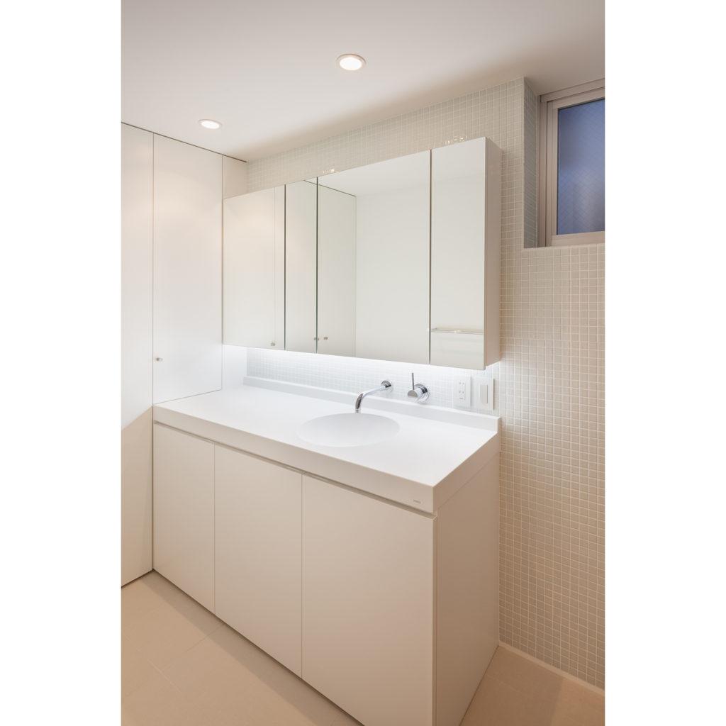 浴室の隣の洗面室