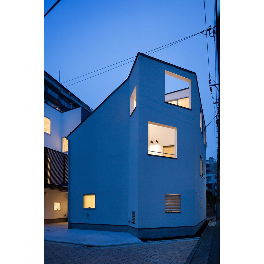 北千束の家1_角地の家 東京都大田区 坪庭でプライバシーを高めた木造3階建て住宅