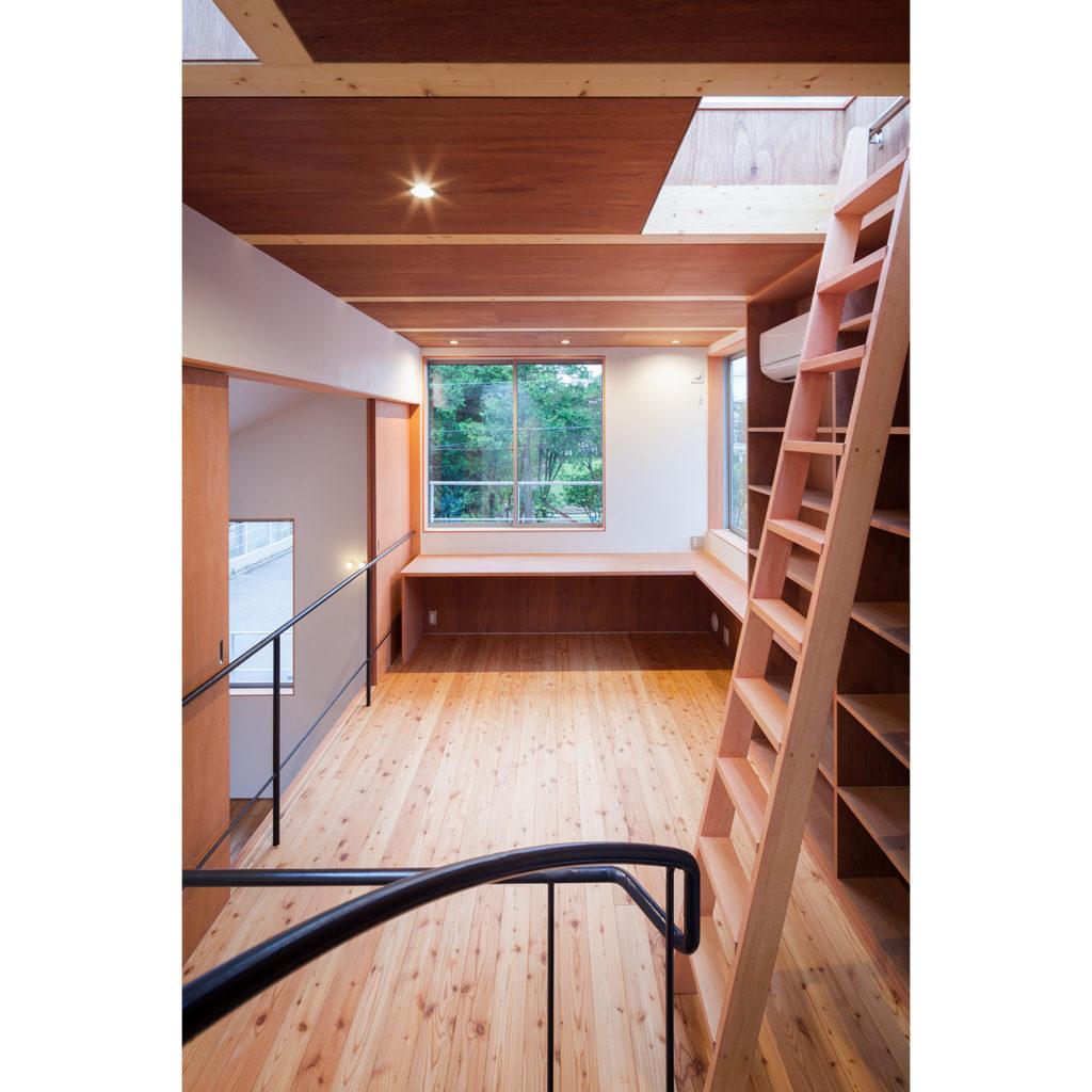 書斎から梯子で屋上に上がる