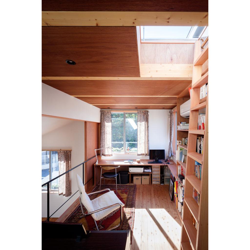 公園前の家 千葉県松戸市 大きな土間と螺旋階段のある三層スキップフロアの家