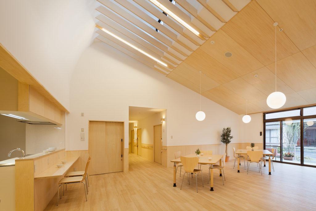 明るい特養の共同生活室