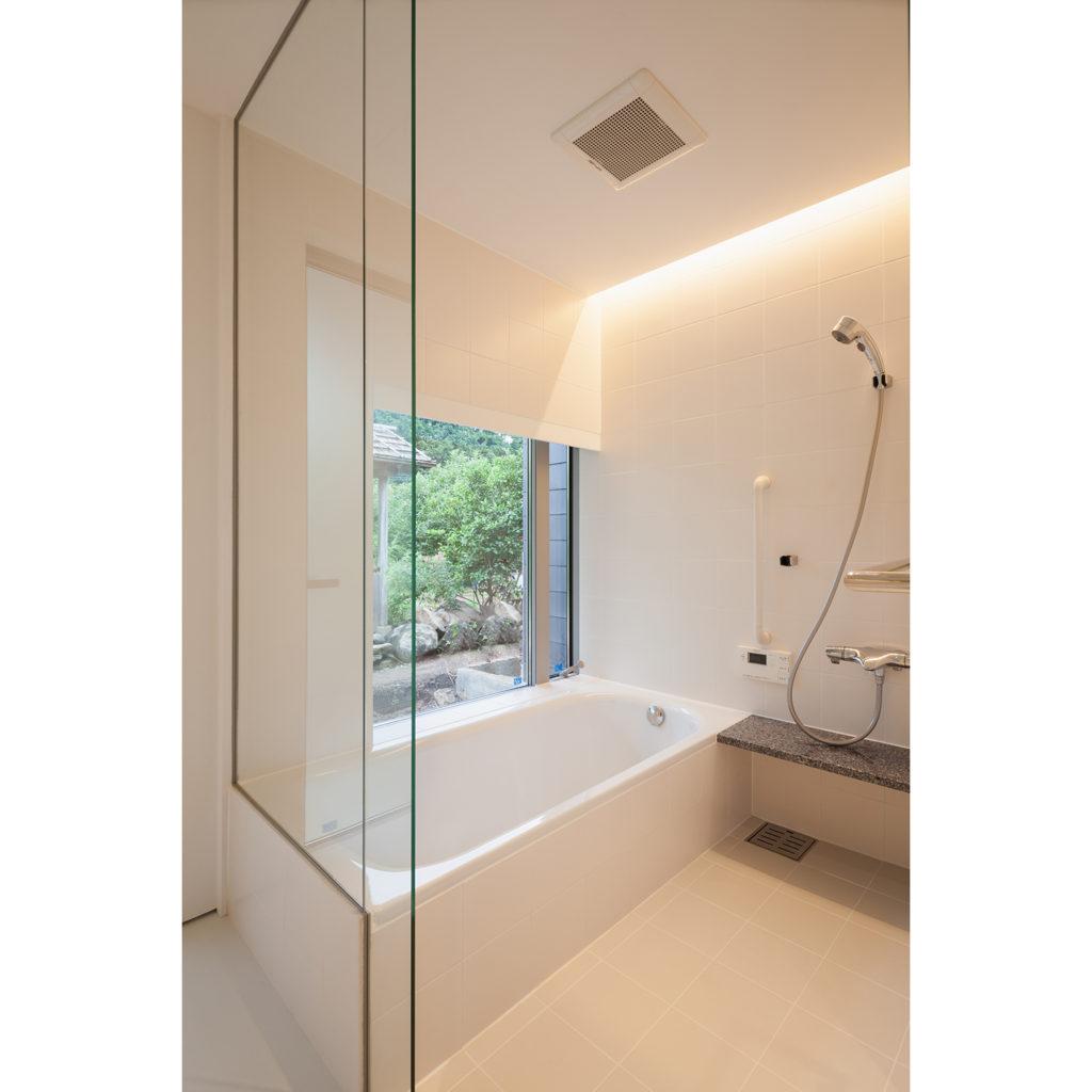 間接照明がある浴室