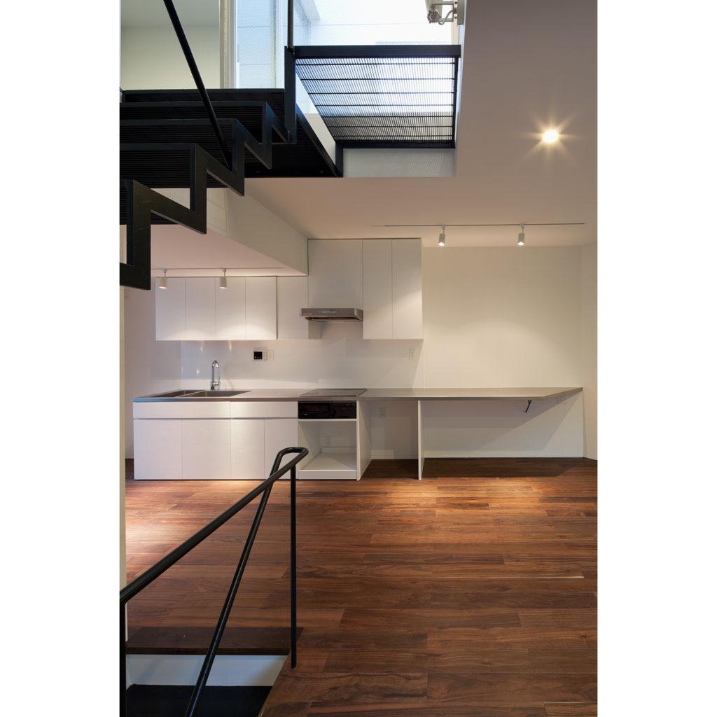 キッチンの大きなステンレスの天板