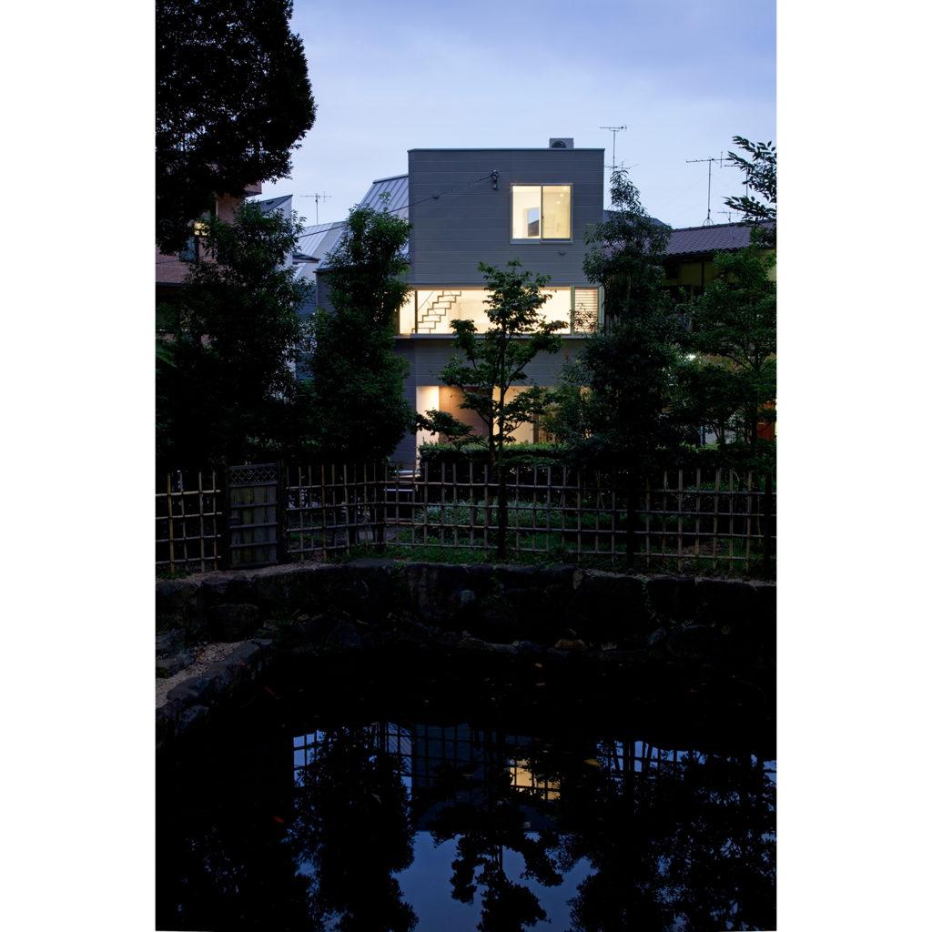 公園前の家 東京都品川区 五角形ベースでボリュームを作った鉄骨造の3階建て住宅