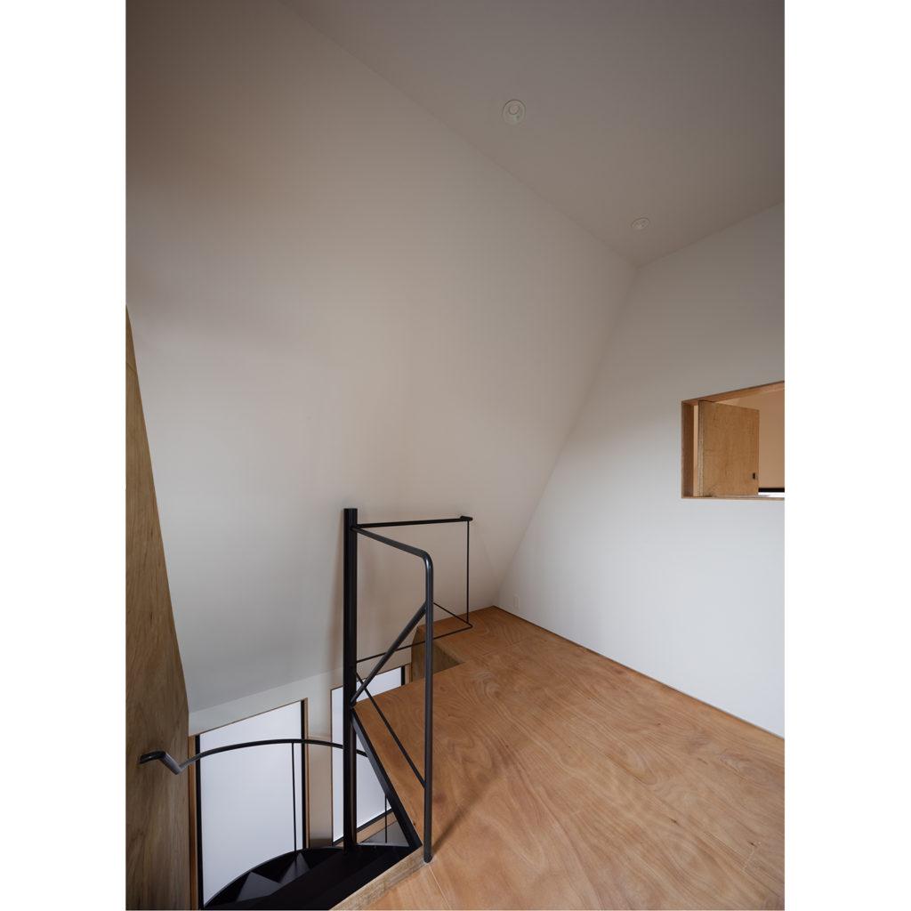 ホールから見た螺旋階段